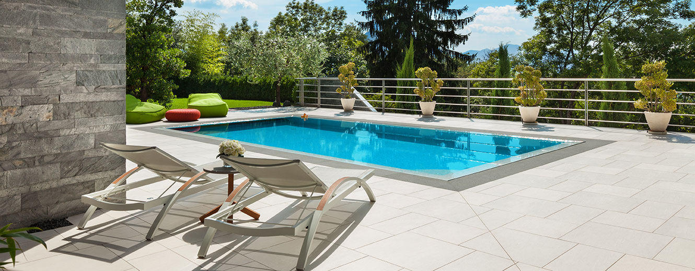 Piscine miroir l 39 l gance et le design d couvrez nos r alisations en suisse - Prix piscine miroir ...